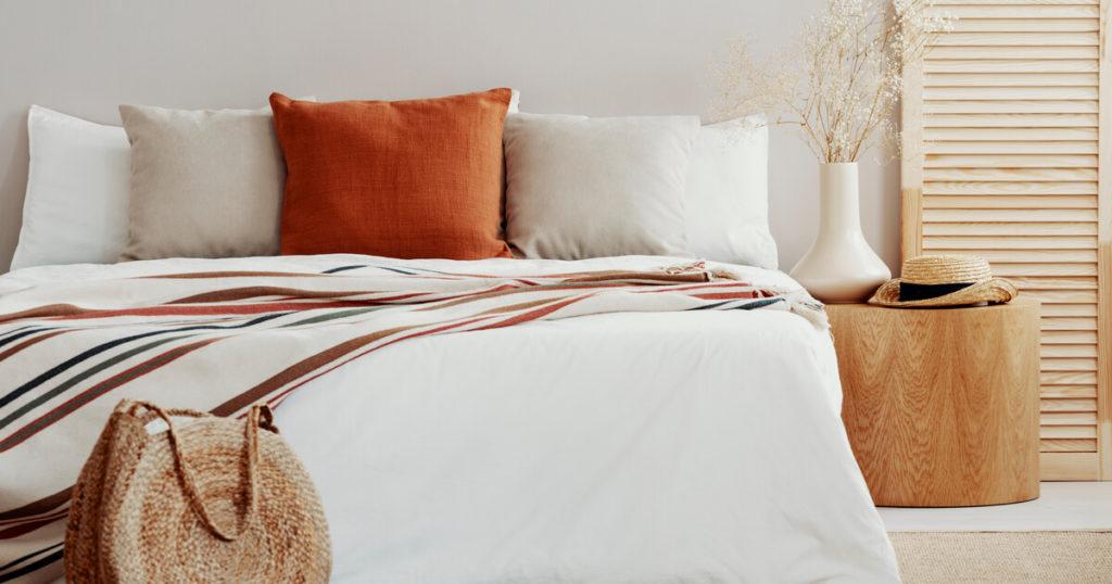 心地よく眠れそうなパジャマや寝具