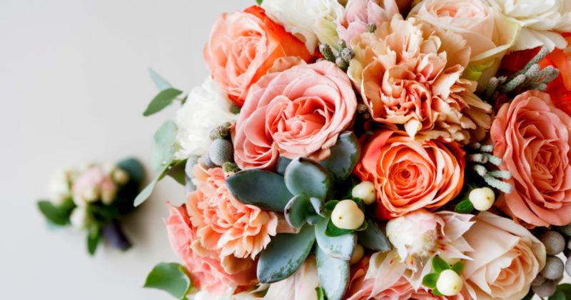 お部屋を華やかにする花のインテリア