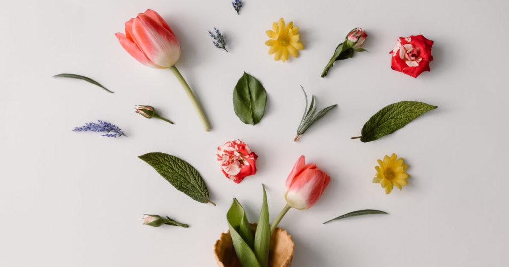 春を感じるフラワーモチーフのギフトを贈るアイデア