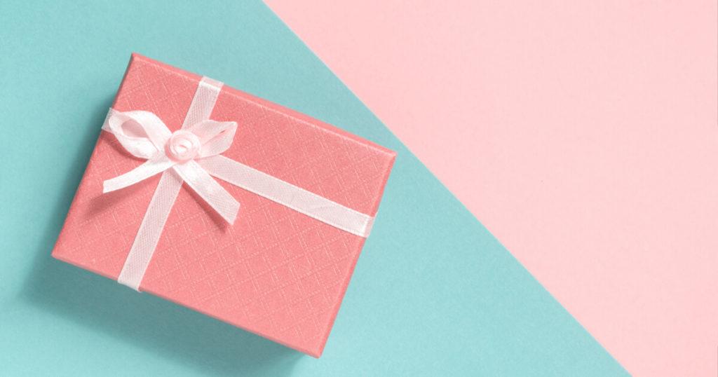 職場の女性に贈るプレゼント、相場はどれくらい?