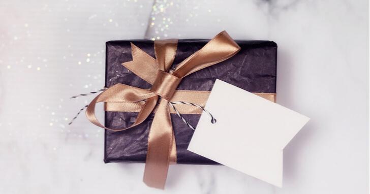 上司が喜ぶ還暦祝いは、プレゼントと成長報告