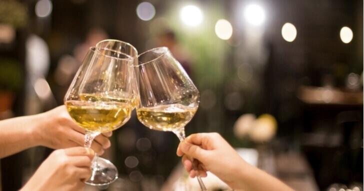 成人祝いのプレゼントでは「お酒」が人気