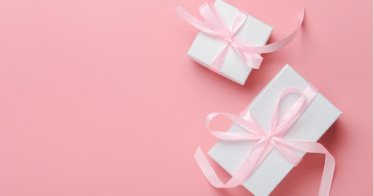 20歳の誕生日に贈るプレゼントの予算や選び方は?