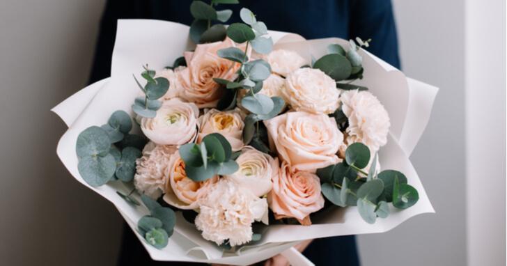花のプレゼント、どう渡す?